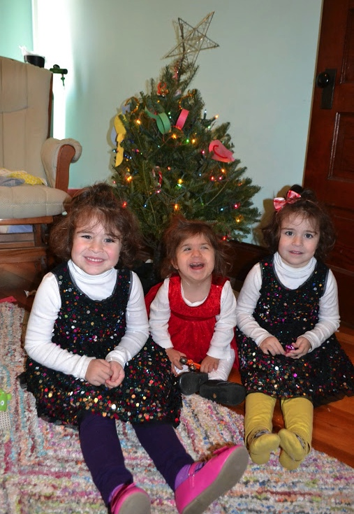 Shelby and her sisters in front of the Christmas tree