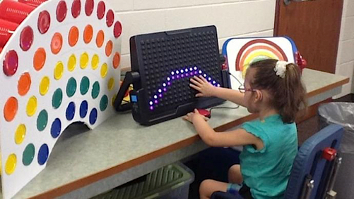 child learning about colors with the LightAide