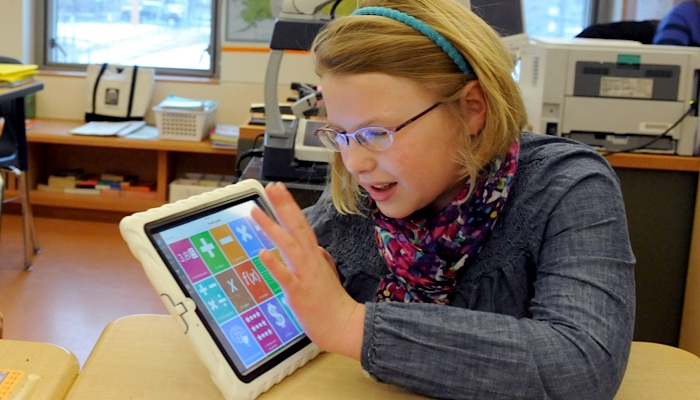 A student with her iPad